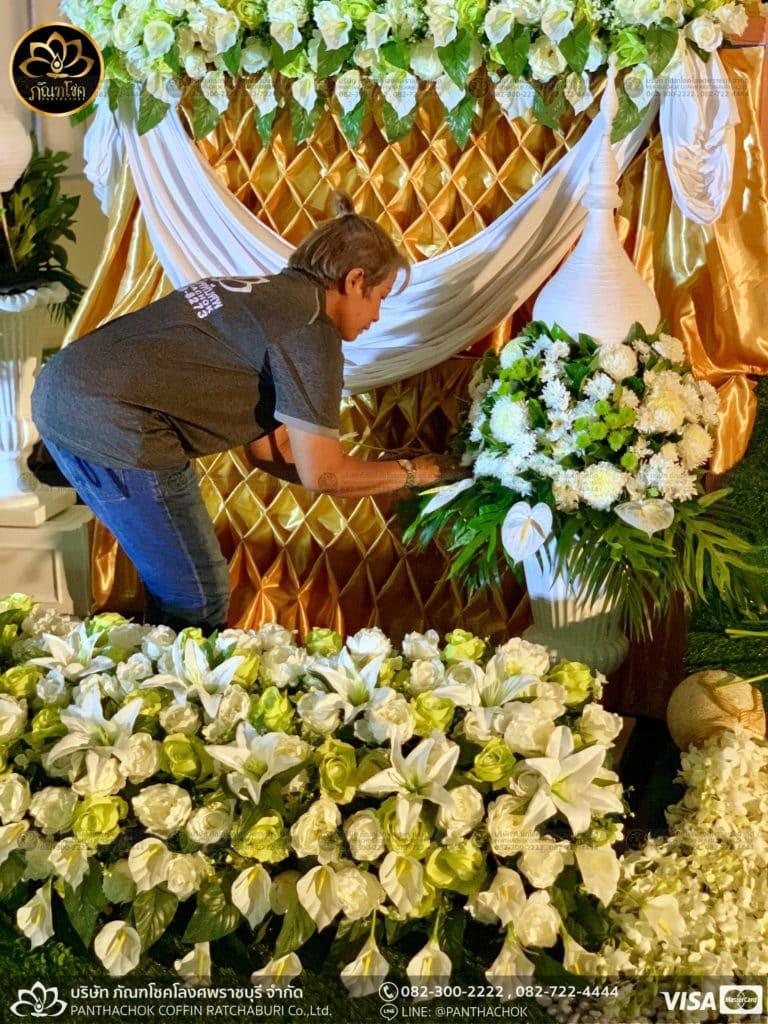 ผลงานประดับดอกไม้แห้ง เมรุวัดมณีสรรค์ - งานคุณพ่ออนงค์ พันธเสน 22