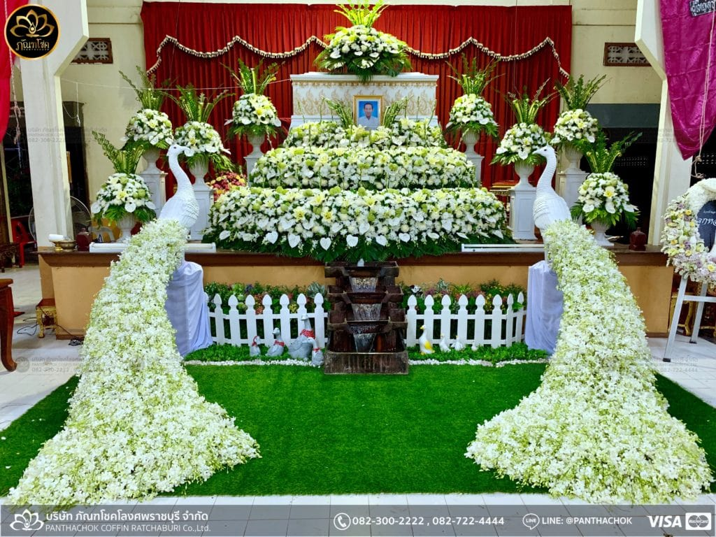 ดอกไม้สดชุดโค้งพร้อมนกยูงงามๆ วัดมณีสรรค์ 26/05/2562 10