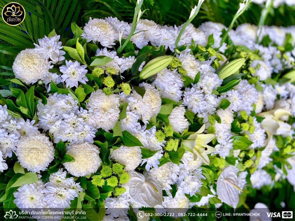 ภาพบรรยากาศจัดเตรียมชุดดอกไม้สดประดับหน้าหีบ 9/7/2562 2