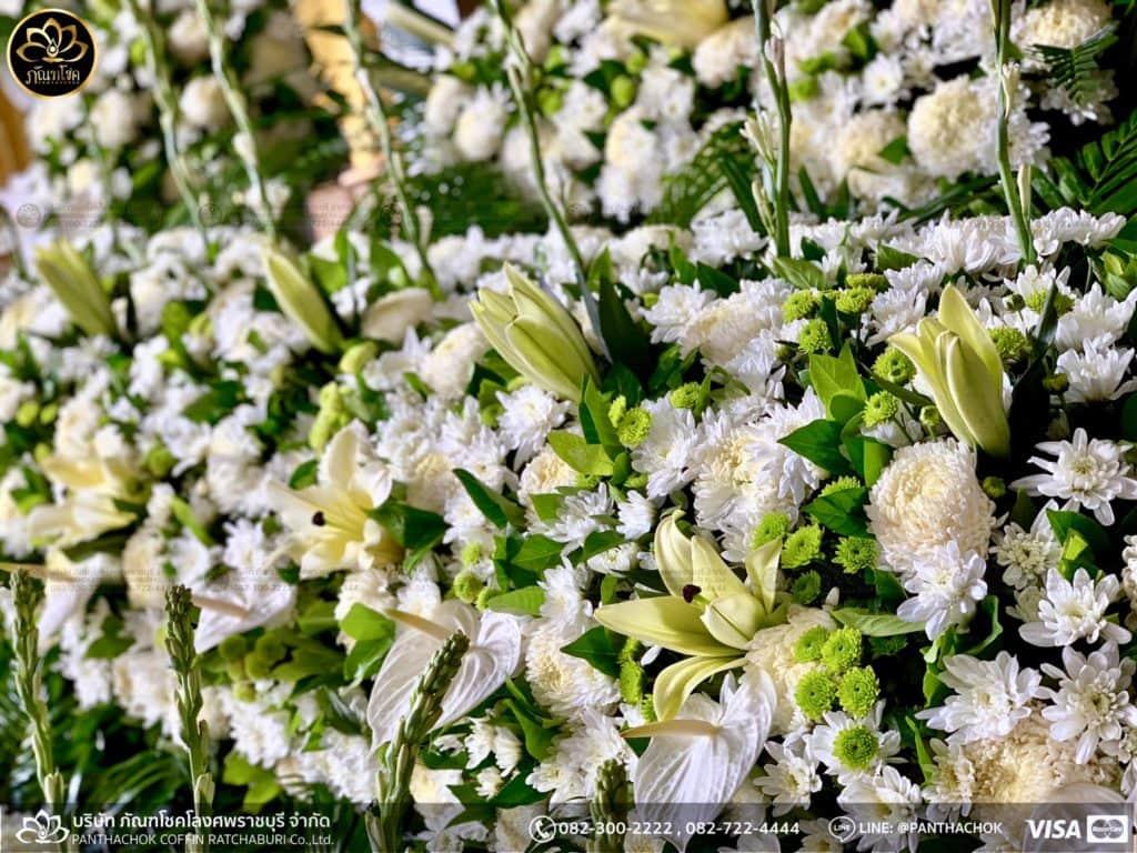 ภาพบรรยากาศจัดเตรียมชุดดอกไม้สดประดับหน้าหีบ 9/7/2562 5