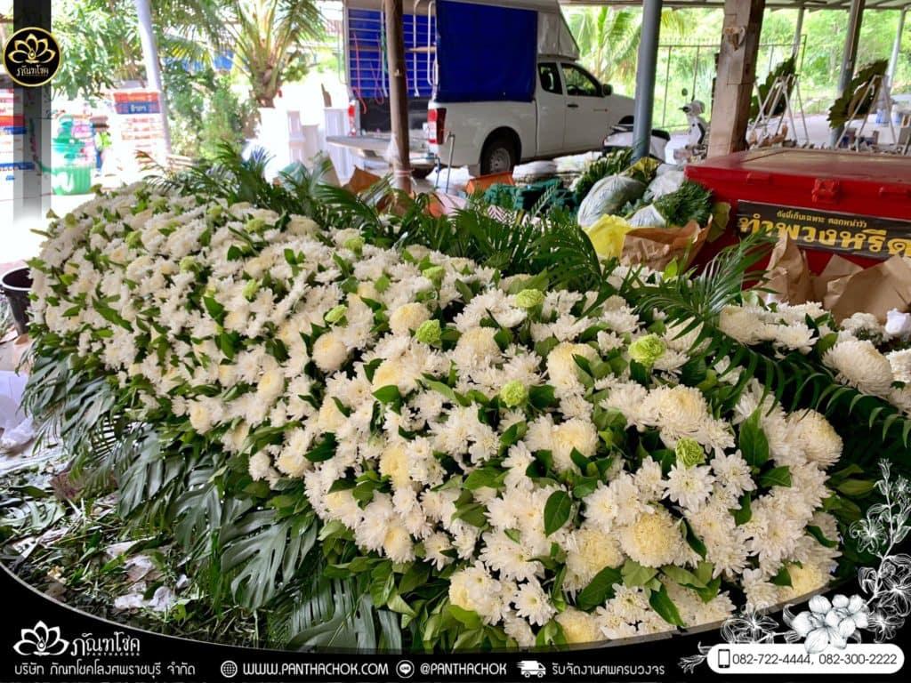 ภาพบรรยากาศจัดเตรียมชุดดอกไม้สดประดับหน้าหีบ 9/7/2562 10