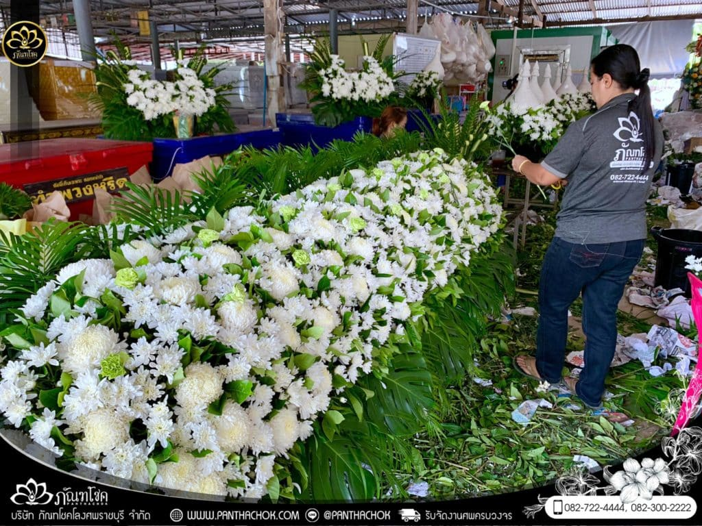 ภาพบรรยากาศจัดเตรียมชุดดอกไม้สดประดับหน้าหีบ 9/7/2562 14