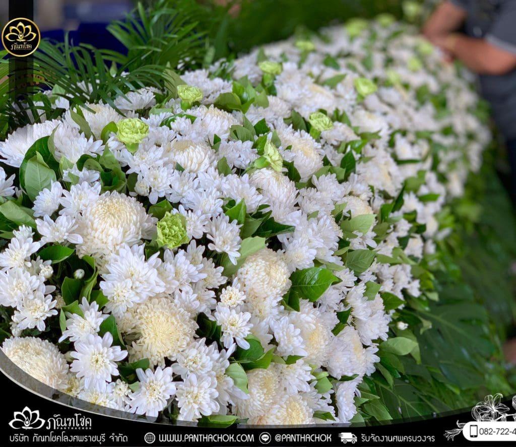 ภาพบรรยากาศจัดเตรียมชุดดอกไม้สดประดับหน้าหีบ 9/7/2562 15