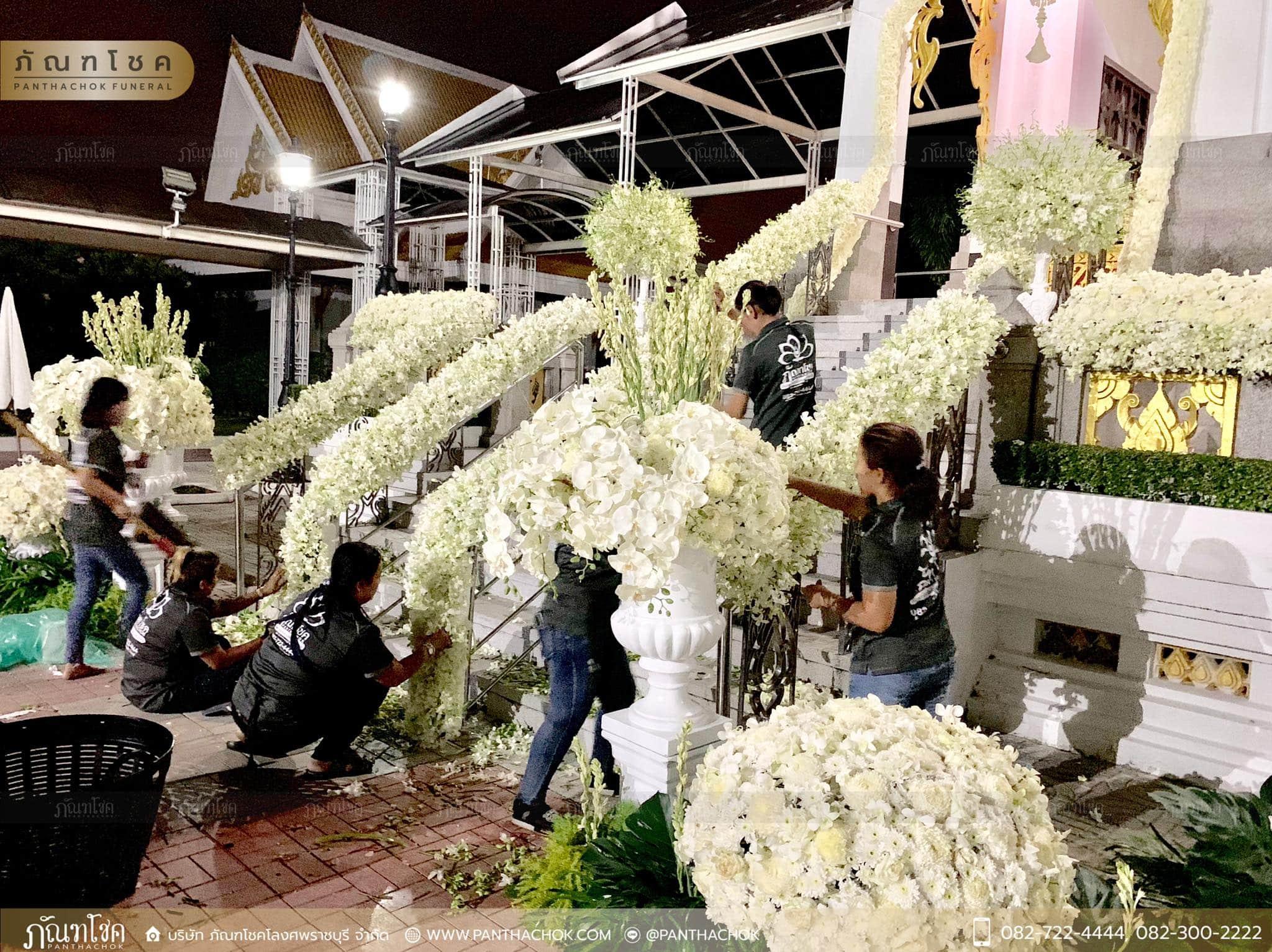 ดอกไม้ตกแต่งเมรุ วัดพระศรีมหาธาตุวรมหาวิหาร 1