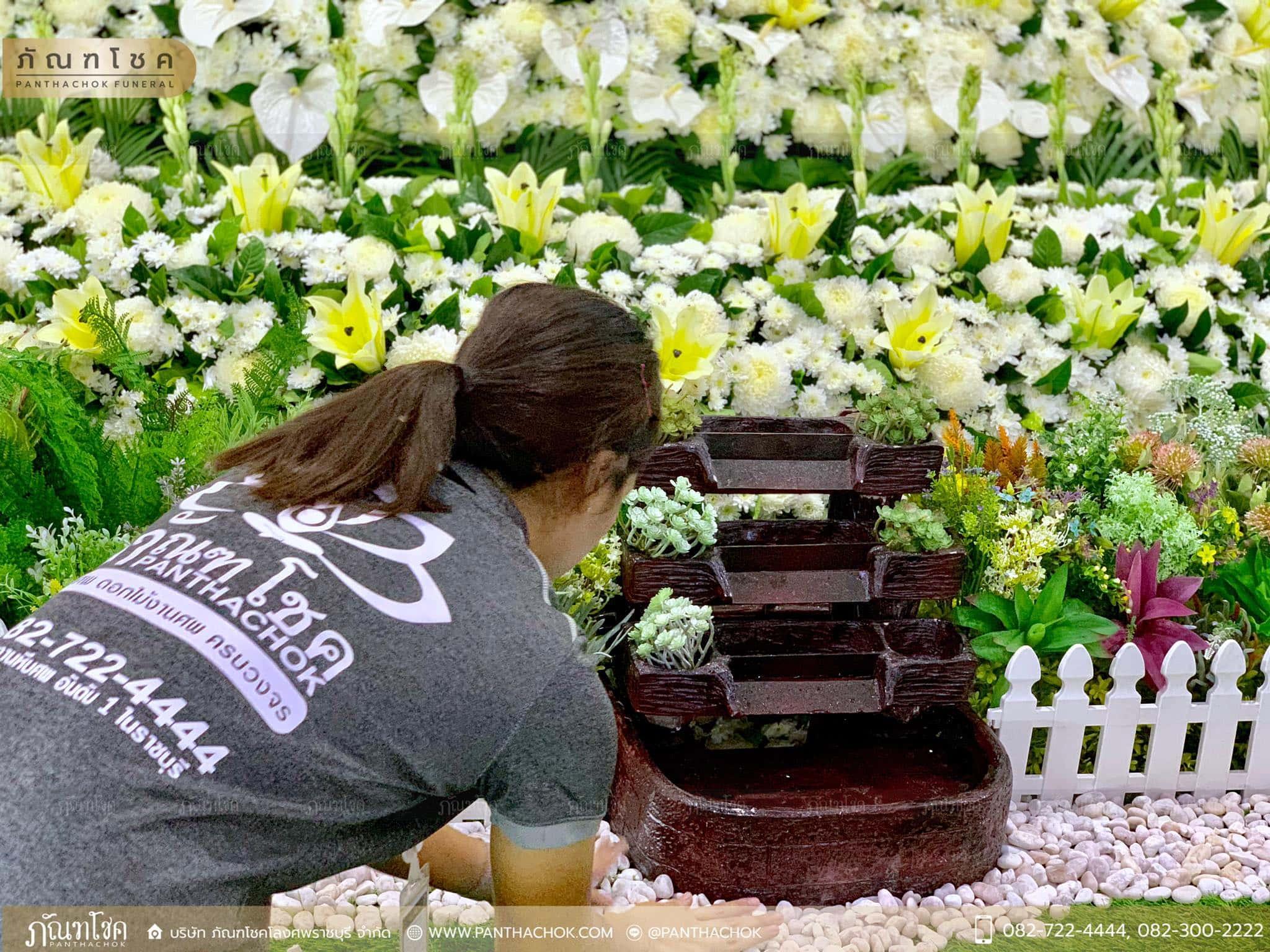 โลงไม้สักพร้อมดอกไม้สด ณ วัดหลักหกรัตนาราม 4