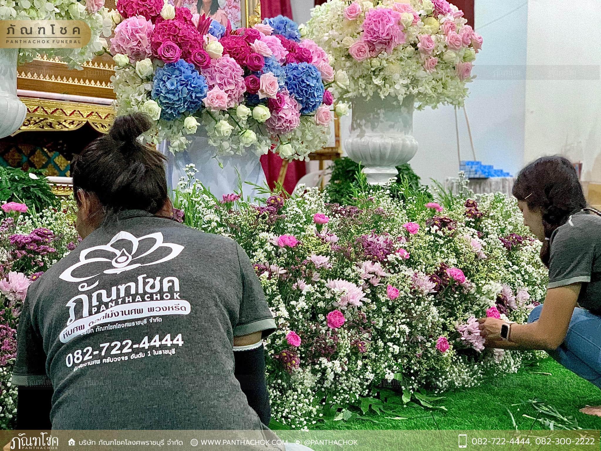 ดอกไม้หน้าหีบสีหวานสดใส ณ วัดหลักสี่ กทม. 6