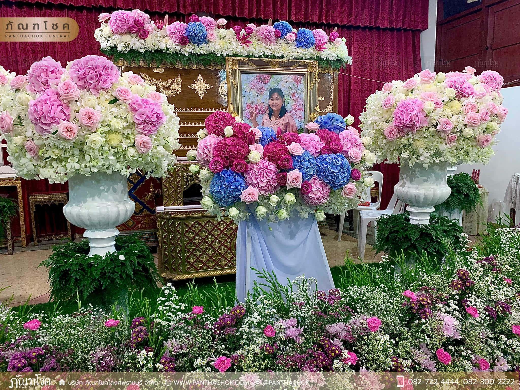 ดอกไม้หน้าหีบสีหวานสดใส ณ วัดหลักสี่ กทม. 9