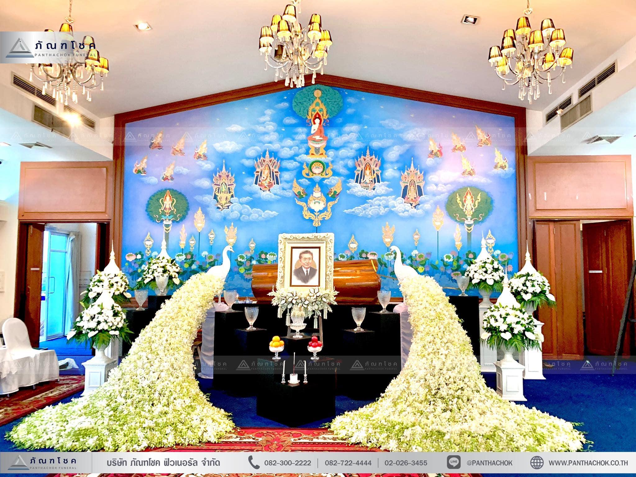 ดอกไม้งานศพรูปแบบโมเดิร์นผสานไทยประยุกต์ 1