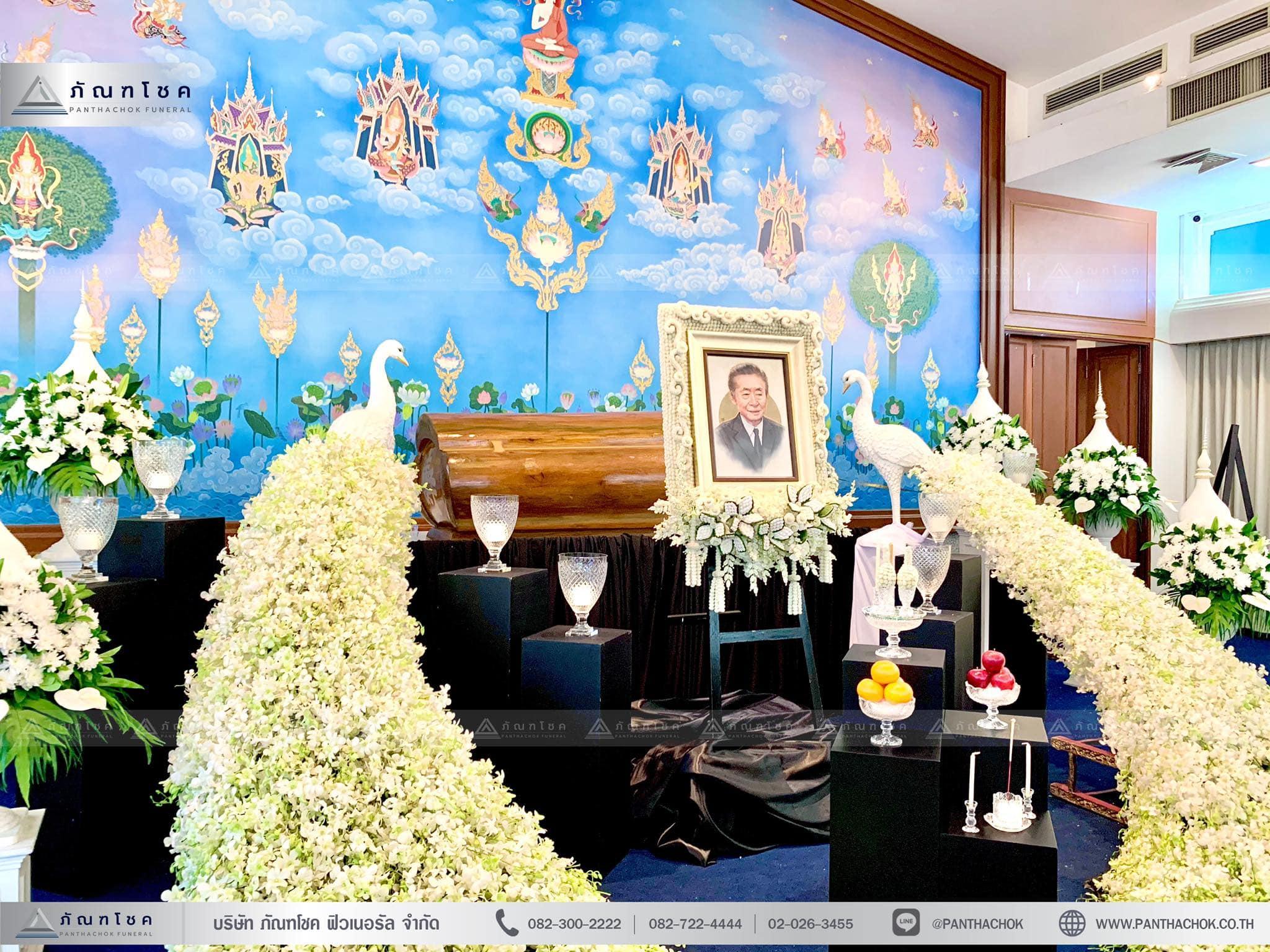ดอกไม้งานศพรูปแบบโมเดิร์นผสานไทยประยุกต์ 3
