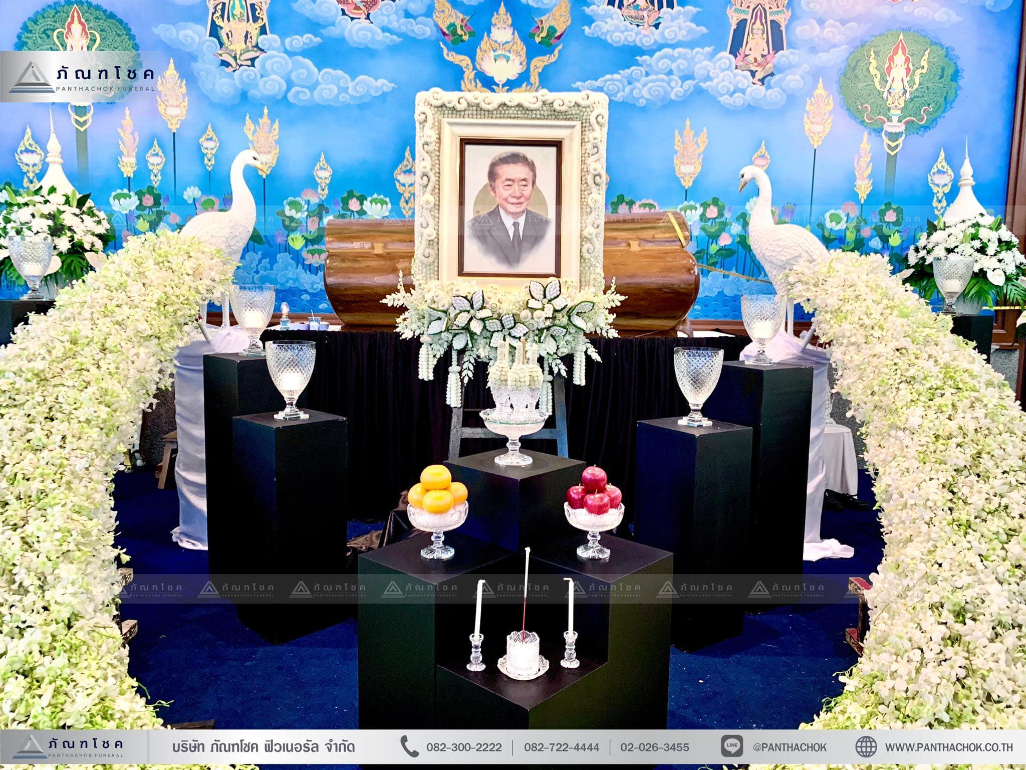 ดอกไม้งานศพรูปแบบโมเดิร์นผสานไทยประยุกต์ 4