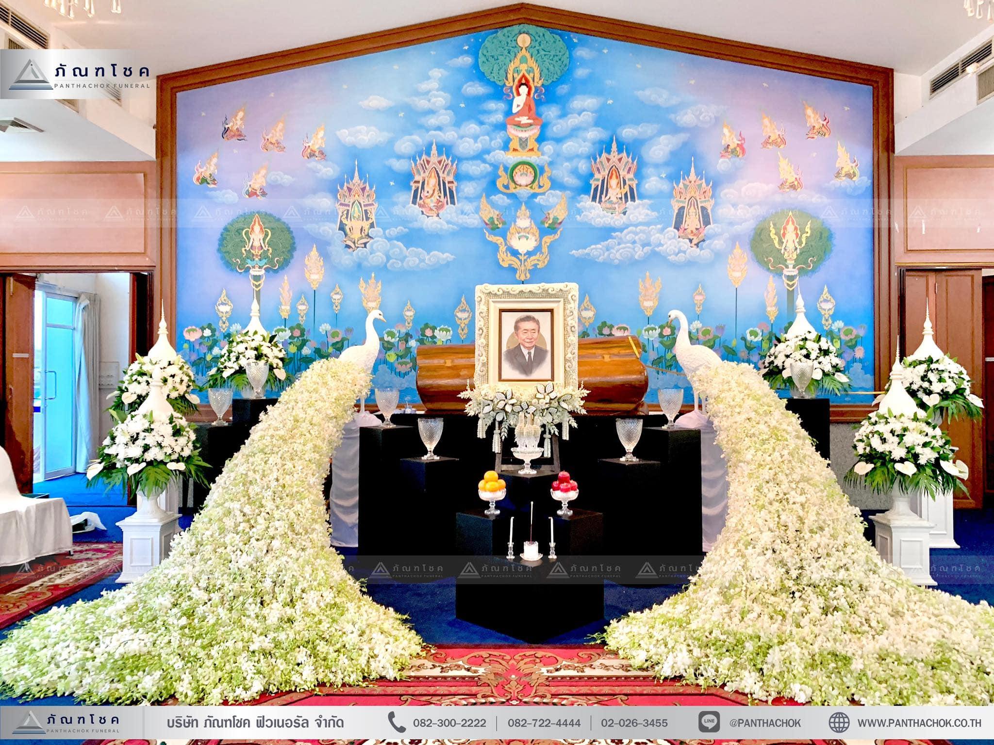 ดอกไม้งานศพรูปแบบโมเดิร์นผสานไทยประยุกต์ 5