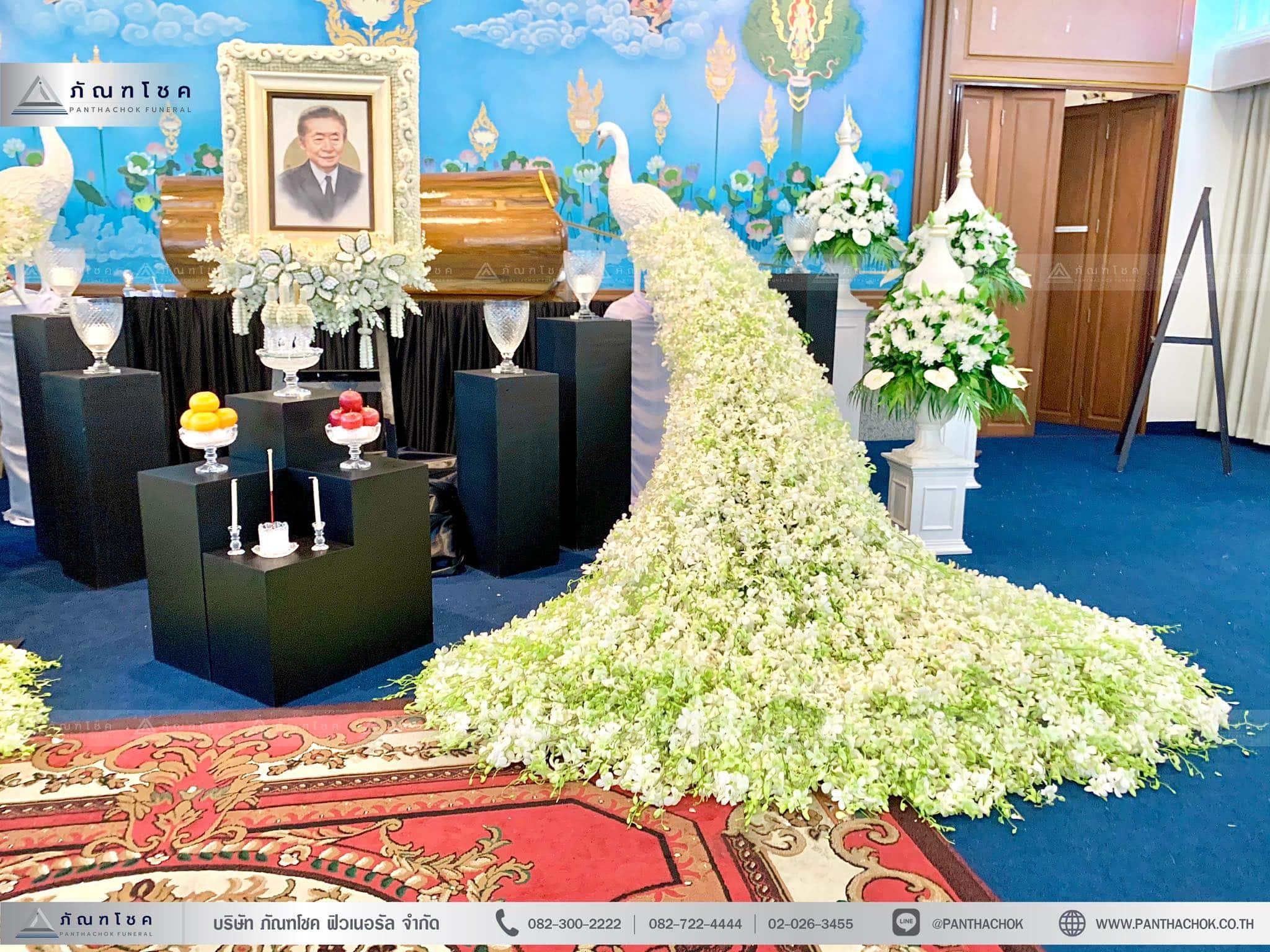 ดอกไม้งานศพรูปแบบโมเดิร์นผสานไทยประยุกต์ 6