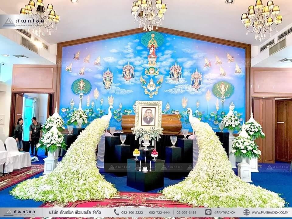 ดอกไม้งานศพรูปแบบโมเดิร์นผสานไทยประยุกต์ 8