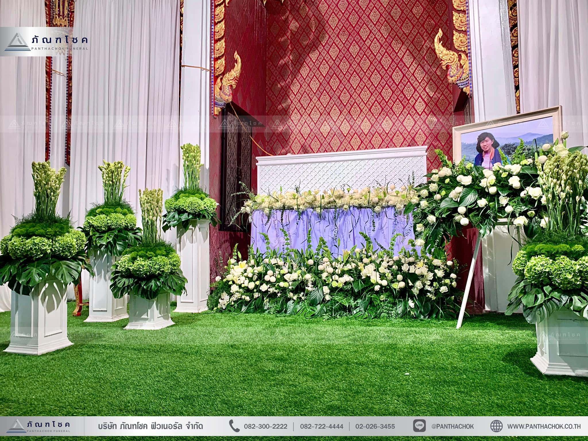ดอกไม้งานศพในโทนสีขาว-เขียว แนวเรียบหรู รูปแบบแปลกใหม่ 5