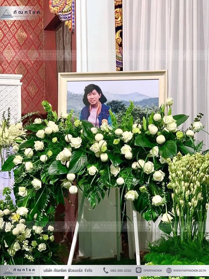 ดอกไม้งานศพในโทนสีขาว-เขียว แนวเรียบหรู รูปแบบแปลกใหม่ 8