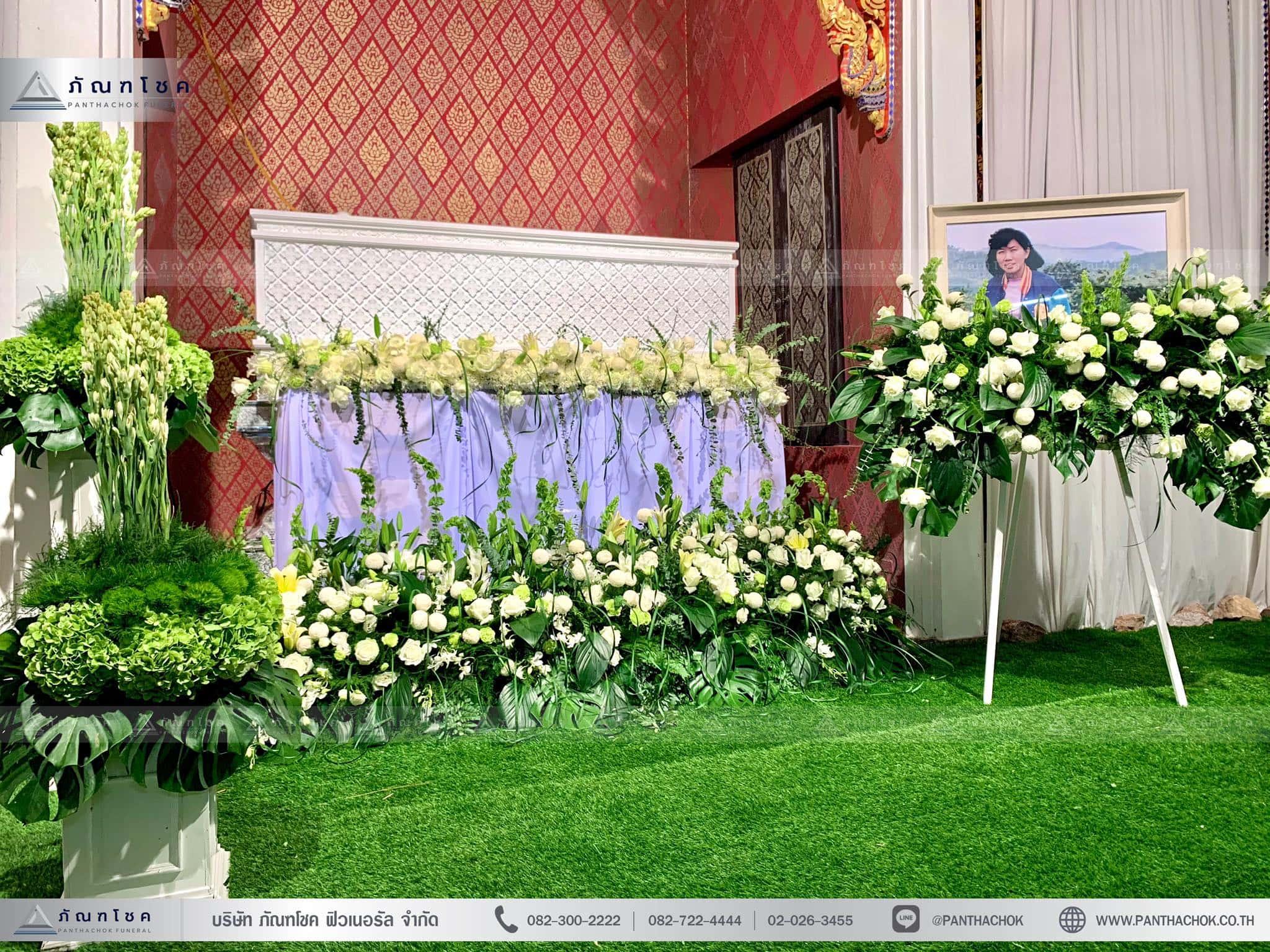 ดอกไม้งานศพในโทนสีขาว-เขียว แนวเรียบหรู รูปแบบแปลกใหม่ 2