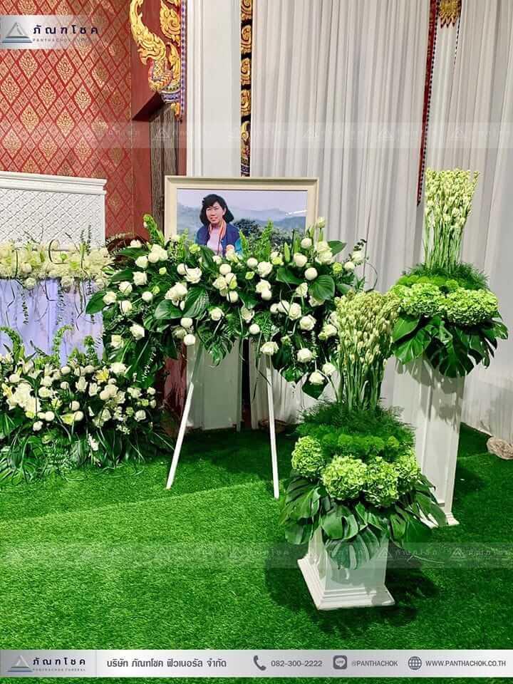 ดอกไม้งานศพในโทนสีขาว-เขียว แนวเรียบหรู รูปแบบแปลกใหม่ 6