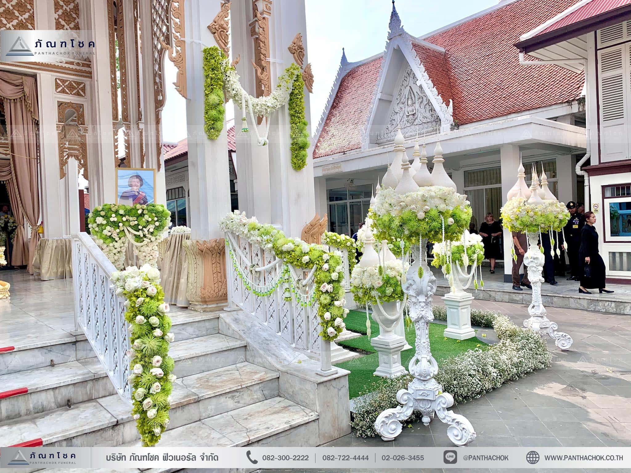ดอกไม้ประดับเมรุในรูปแบบไทยประยุกต์ ณ วัดมกุฏกษัตริยารามราชวรวิหาร 5