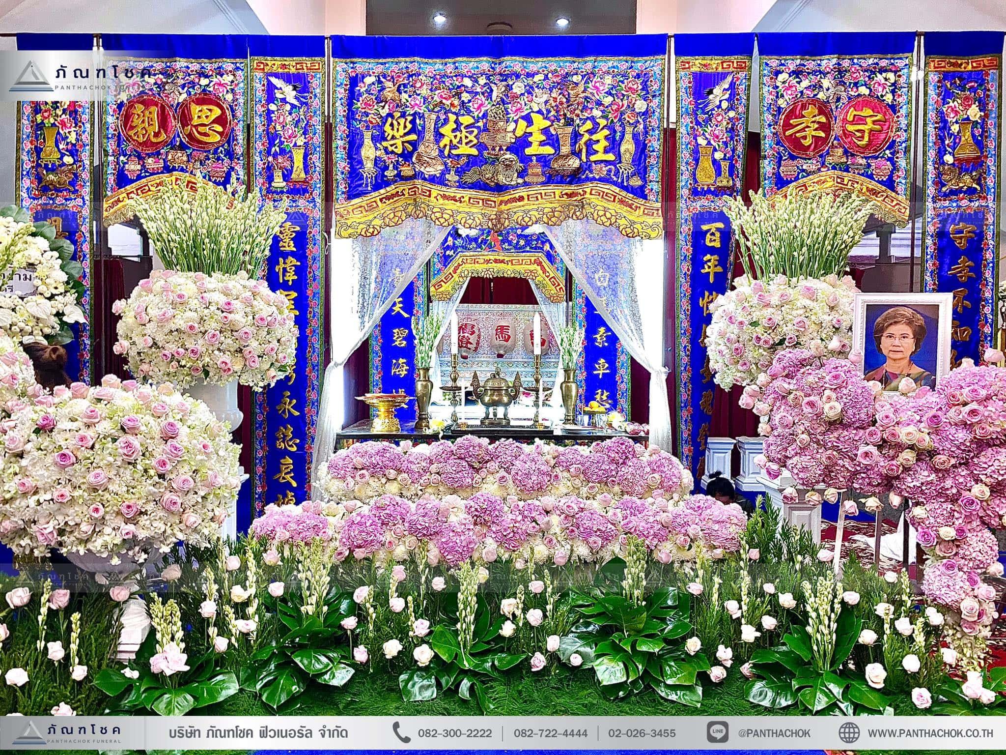 ดอกไม้สีขาวชมพูประดับหน้าหีบศพ จัดงานศพราชบุรี