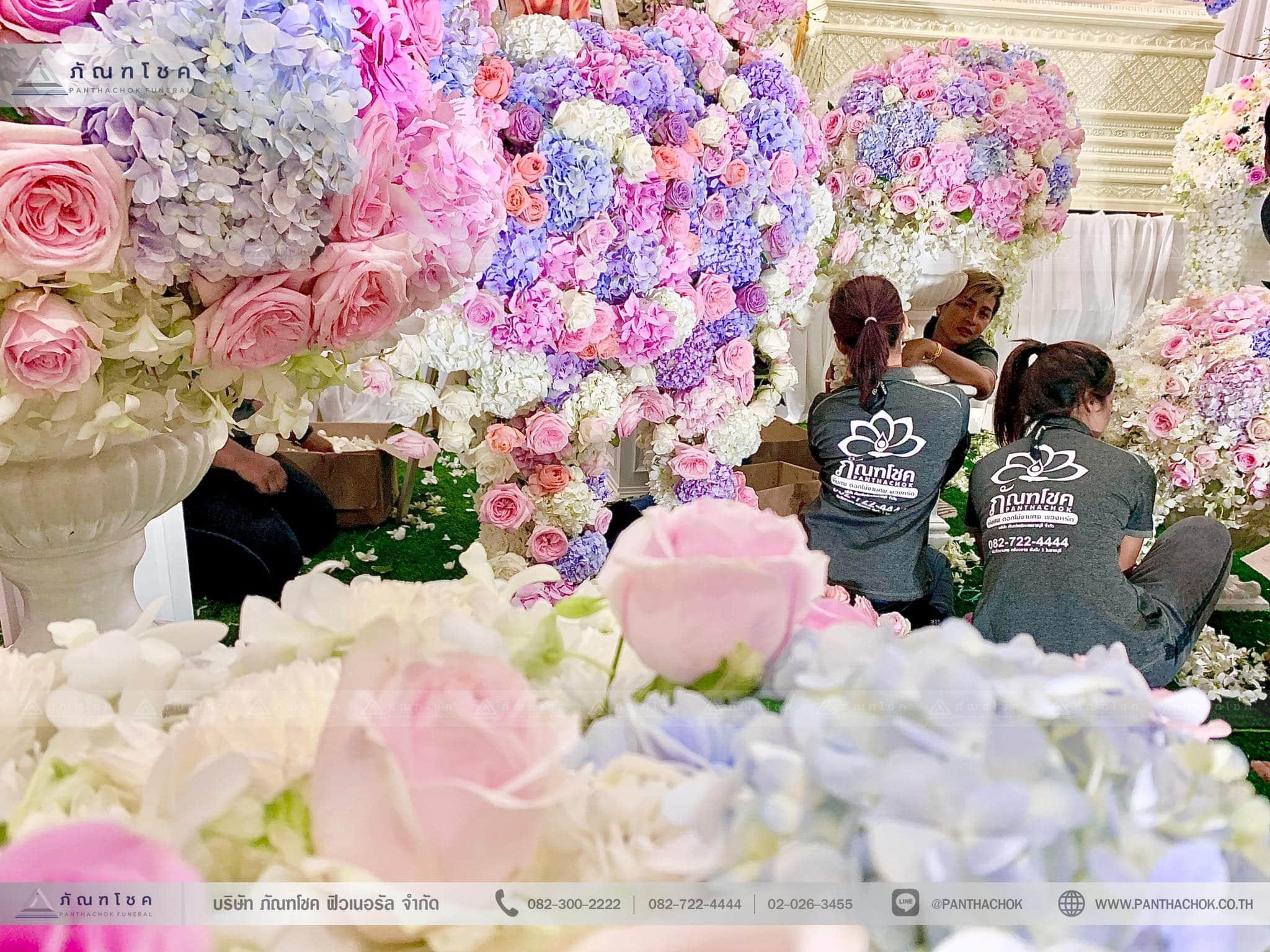 ชุดดอกไม้ประดับหน้าหีบ สไตล์ผู้ดีอังกฤษจิบชายามบ่าย (งานศพคุณแม่ของคุณอ๊อฟ ปองศักดิ์) 10