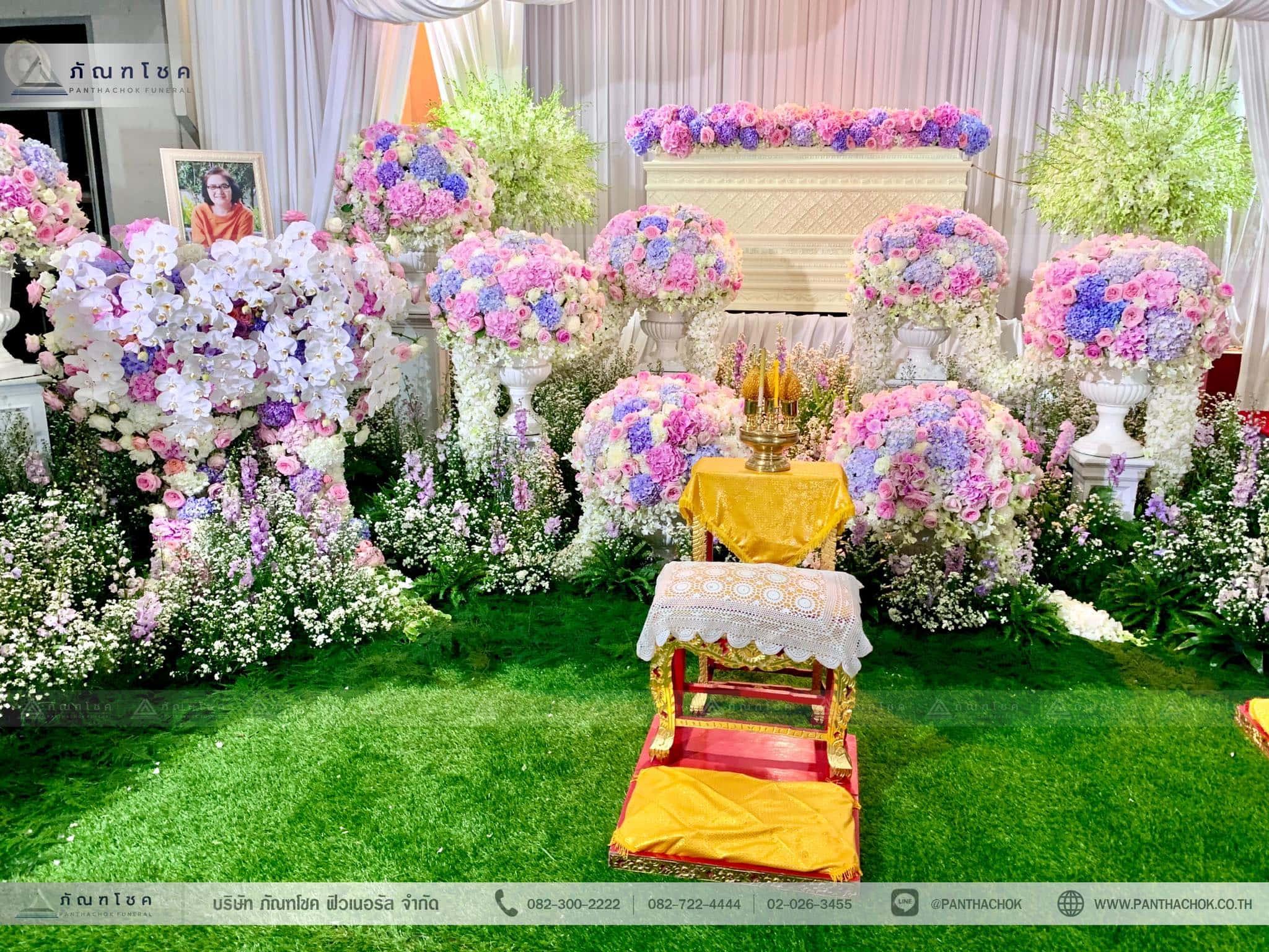 ชุดดอกไม้ประดับหน้าหีบ สไตล์ผู้ดีอังกฤษจิบชายามบ่าย (งานศพคุณแม่ของคุณอ๊อฟ ปองศักดิ์) 11