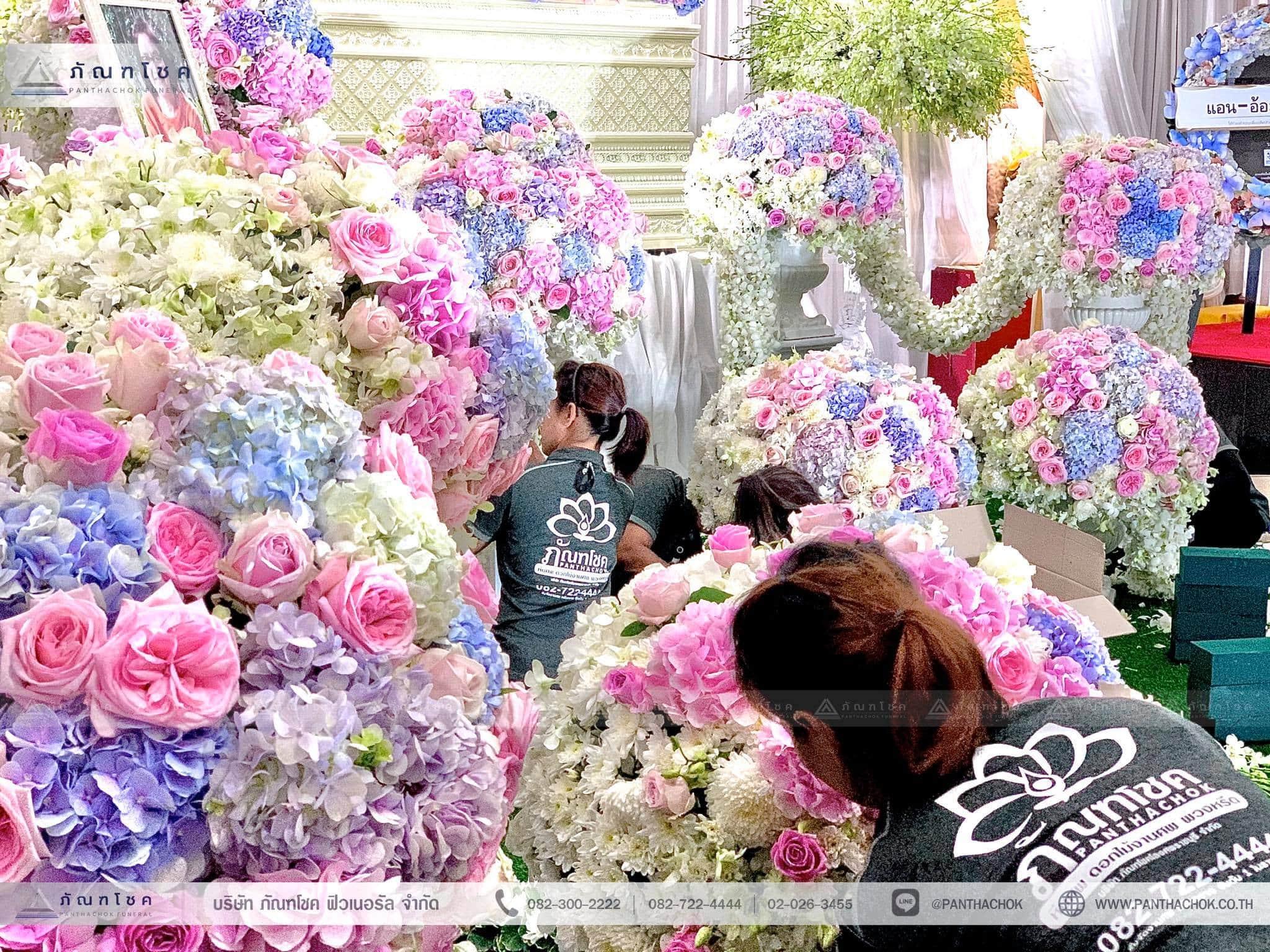 ชุดดอกไม้ประดับหน้าหีบ สไตล์ผู้ดีอังกฤษจิบชายามบ่าย (งานศพคุณแม่ของคุณอ๊อฟ ปองศักดิ์) 2