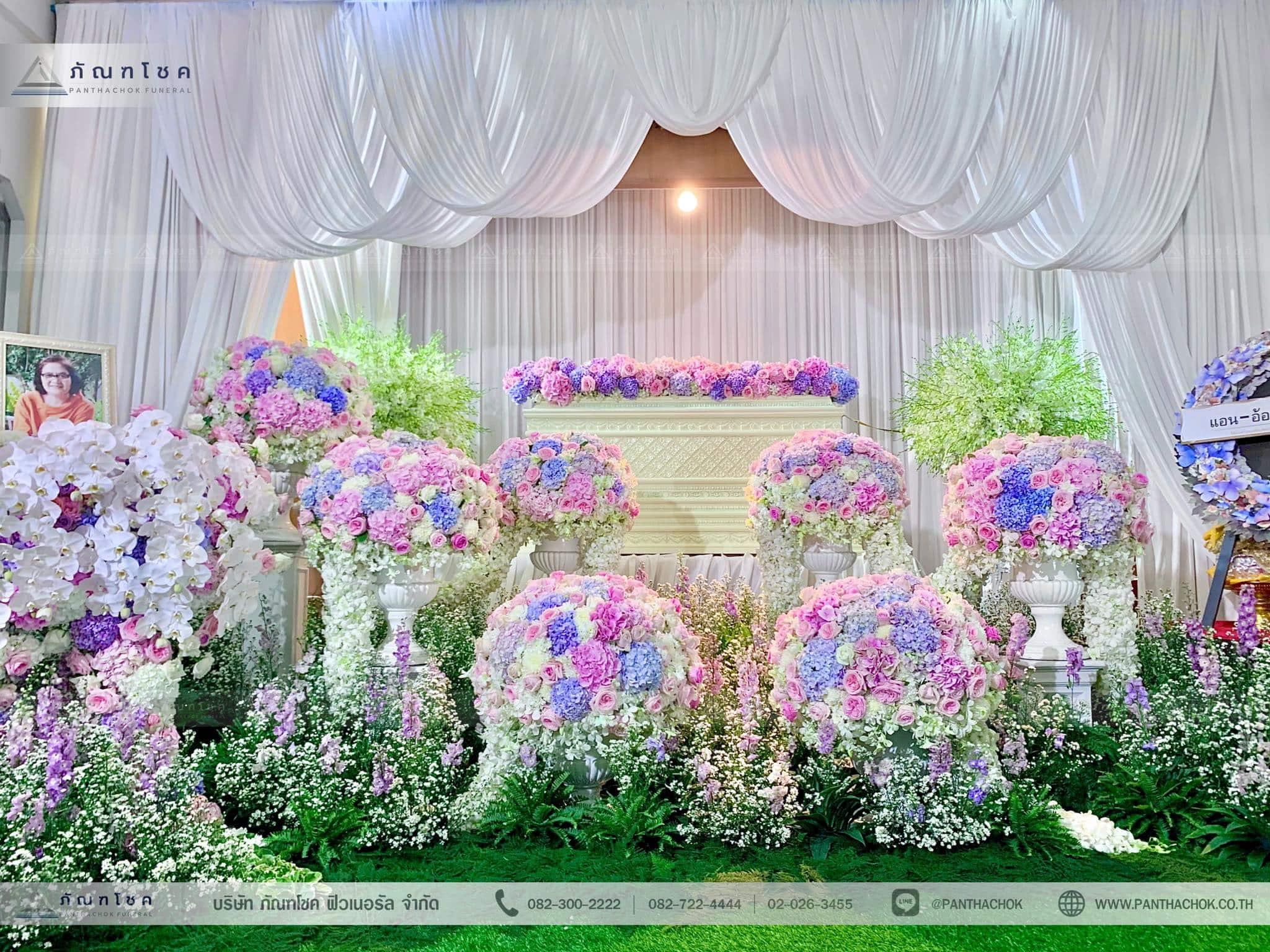 ชุดดอกไม้ประดับหน้าหีบ สไตล์ผู้ดีอังกฤษจิบชายามบ่าย (งานศพคุณแม่ของคุณอ๊อฟ ปองศักดิ์) 9