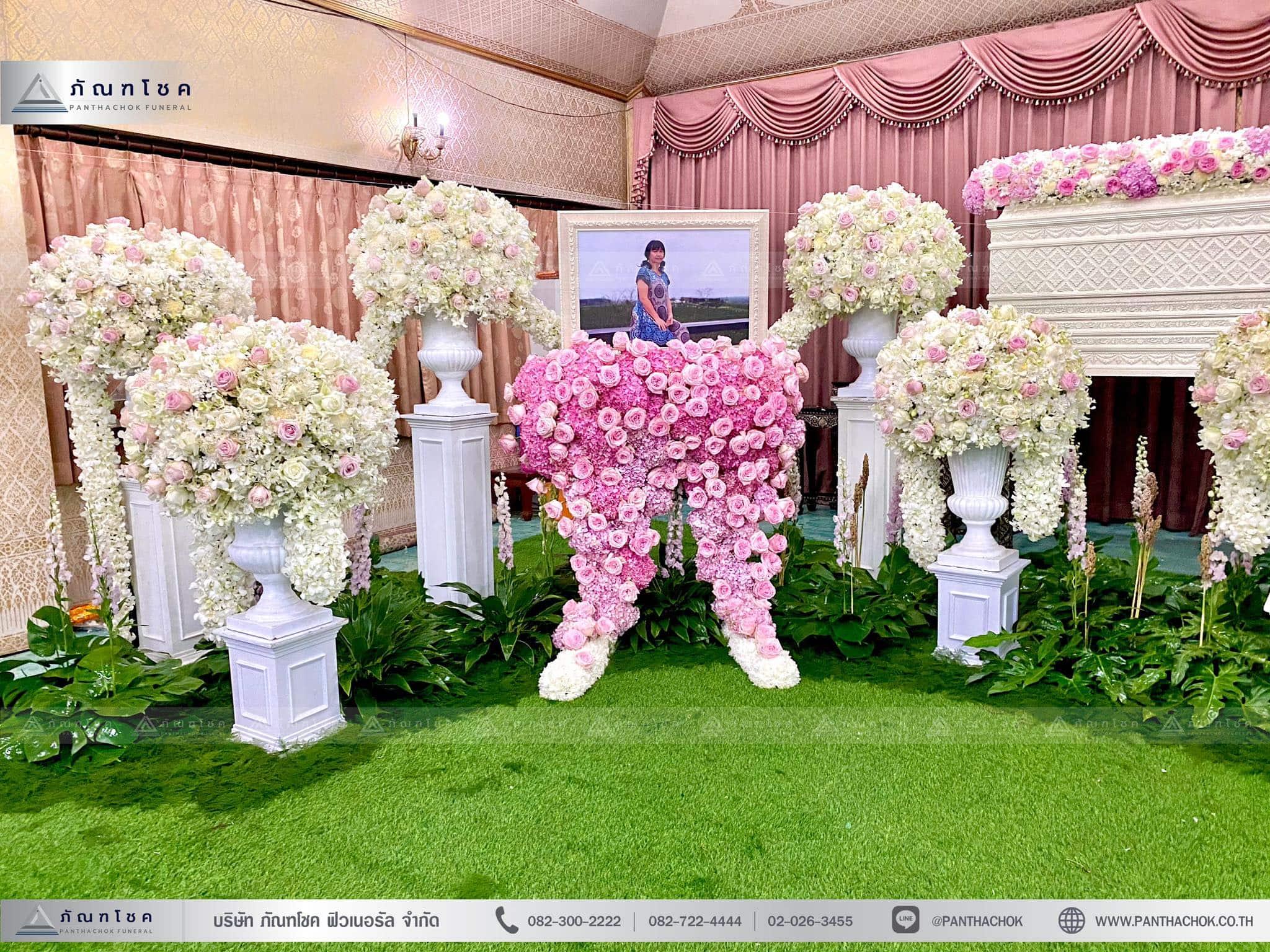ดอกไม้งานศพสีชมพูขาว พุ่มดอกไม้สีขาว