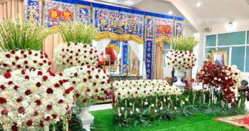 ดอกไม้ประดับหน้าศพโทนขาวแดง สีแห่งโชคลาภและความร่ำรวย 22