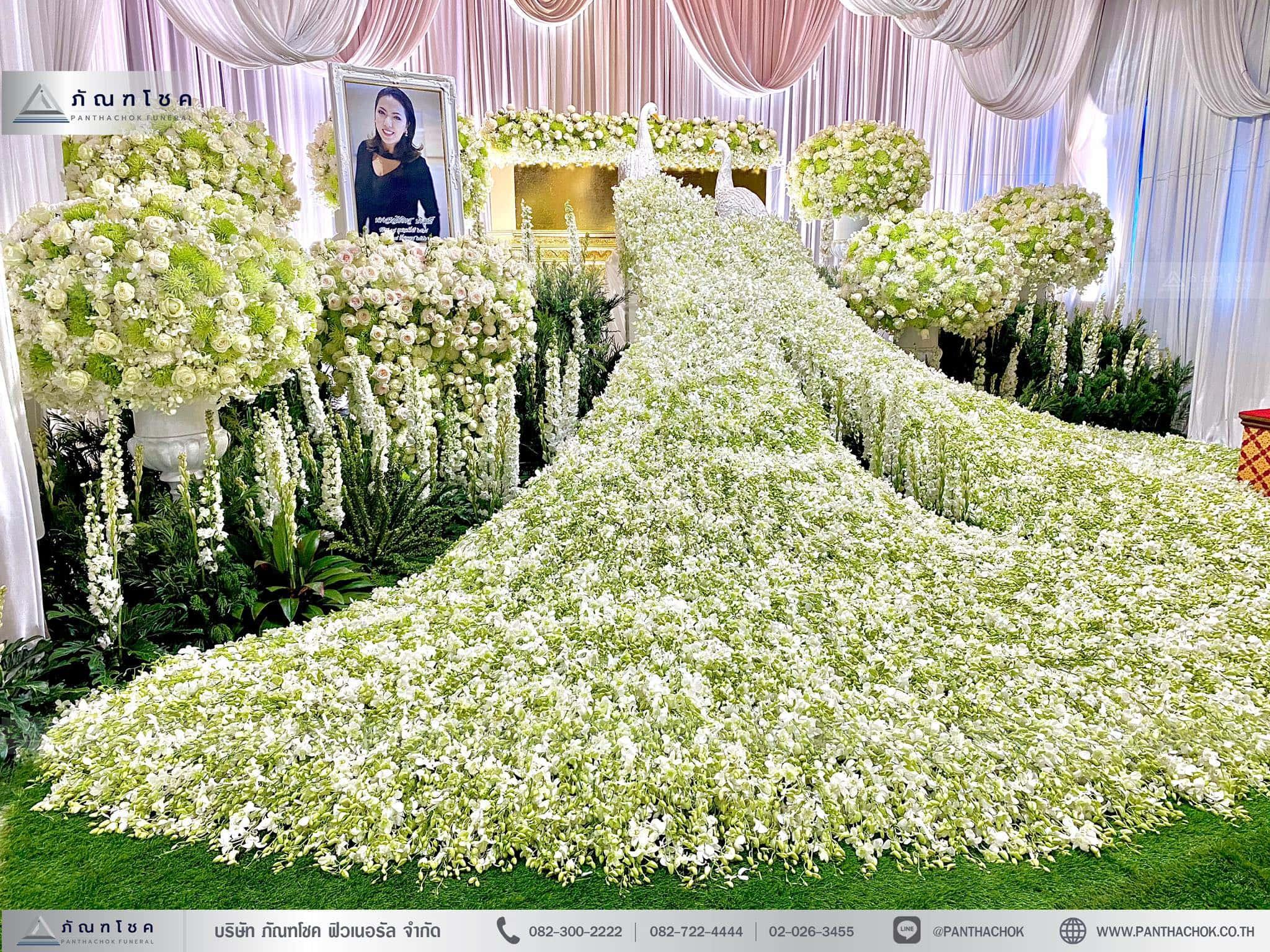 ดอกไม้งานศพชุดนกยูงหรูหรา ดอกไม้งานศพสีขาวล้วน