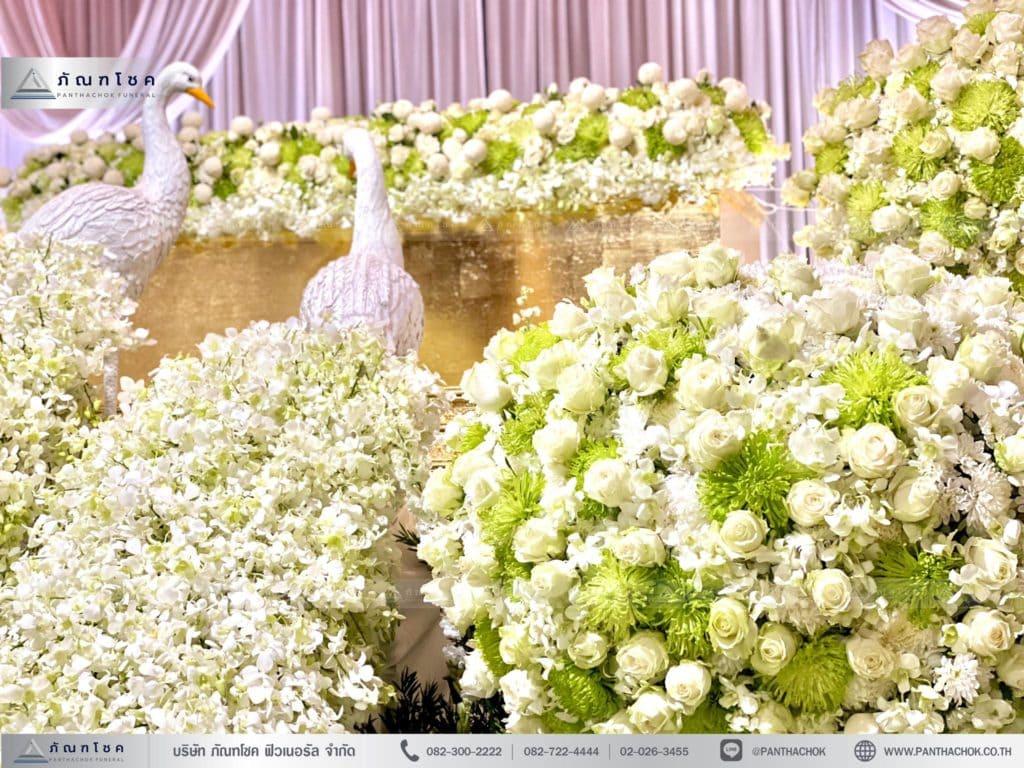 ดอกไม้ประดับนกยูง ดอกไม้งานศพโทนสีขาว