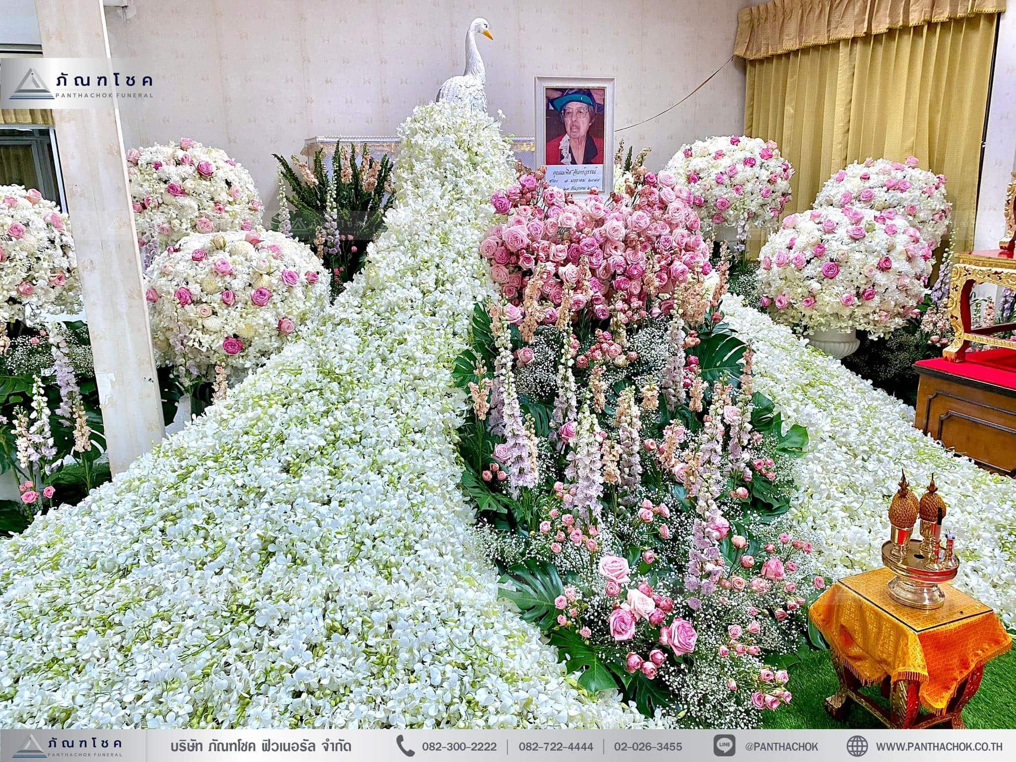 สวนนกยูงดอกไม้สด โทนชมพูขาว