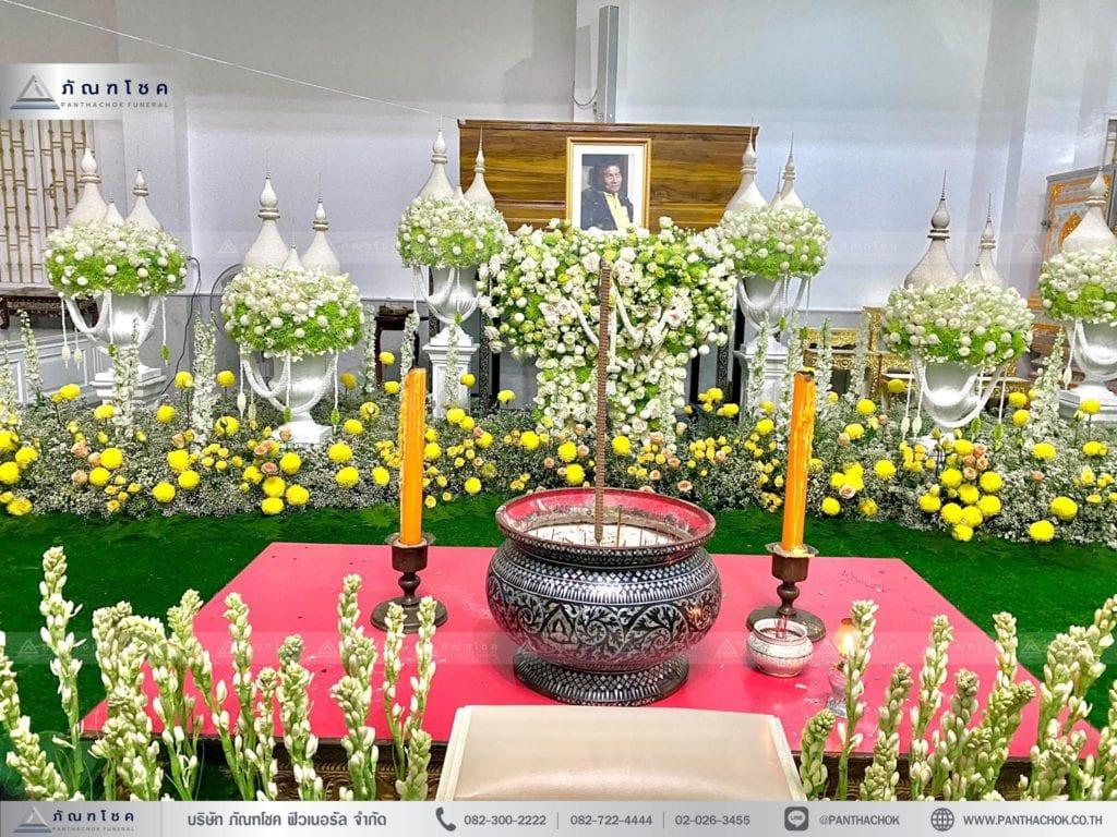 พุ่มมุกประดับหน้าหีบ ดอกไม้หน้าศพโทนสีขาว