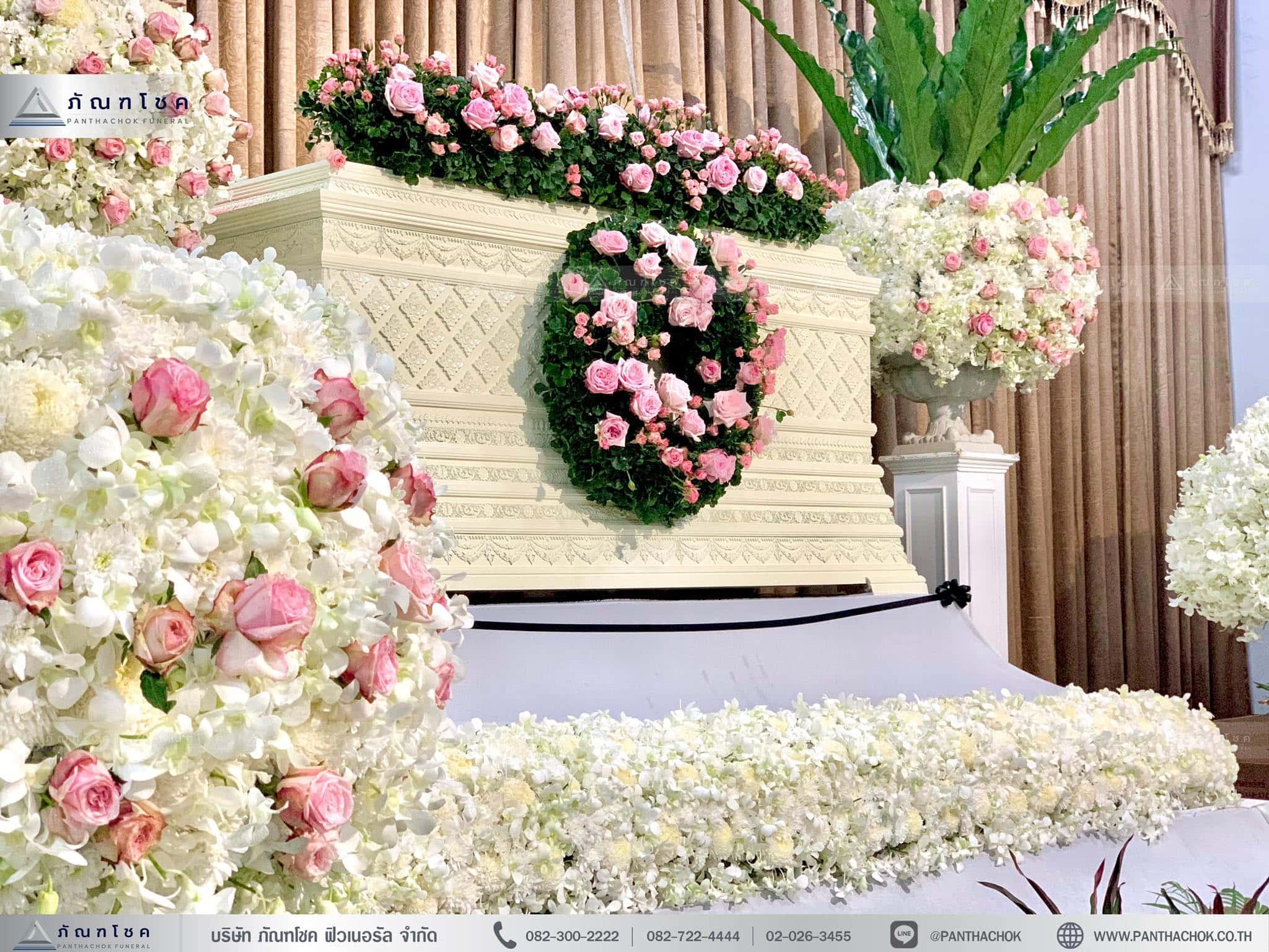 ดอกไม้ประดับหรูหรา ดอกไม้โทนสีขาวชมพู