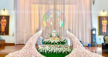 ดอกไม้งานศพ นกยูงงานศพสีพีช