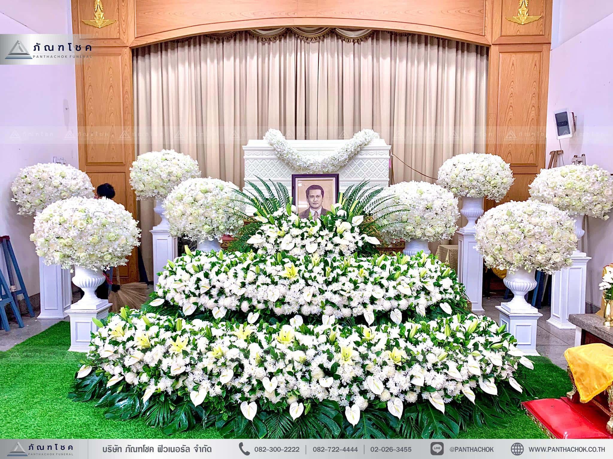 ดอกไม้งานศพสีขาว พุ่มดอกไม้สวยงาม