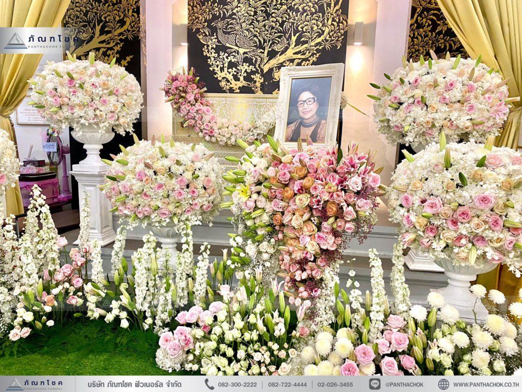 สวนดอกไม้หน้าศพโทนสีชมพูขาว พุ่มดอกไม้สวยงาม