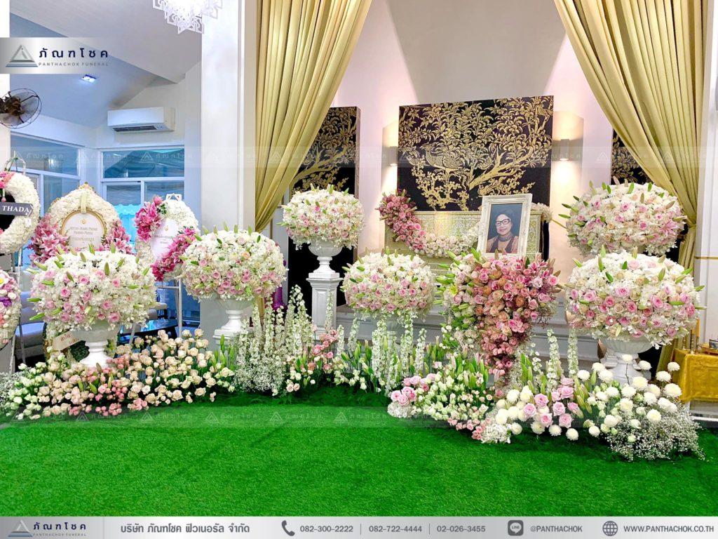 งานศพโทนสีชมพูขาว สวยงาม ดอกไม้สดจากต่างประเทศ
