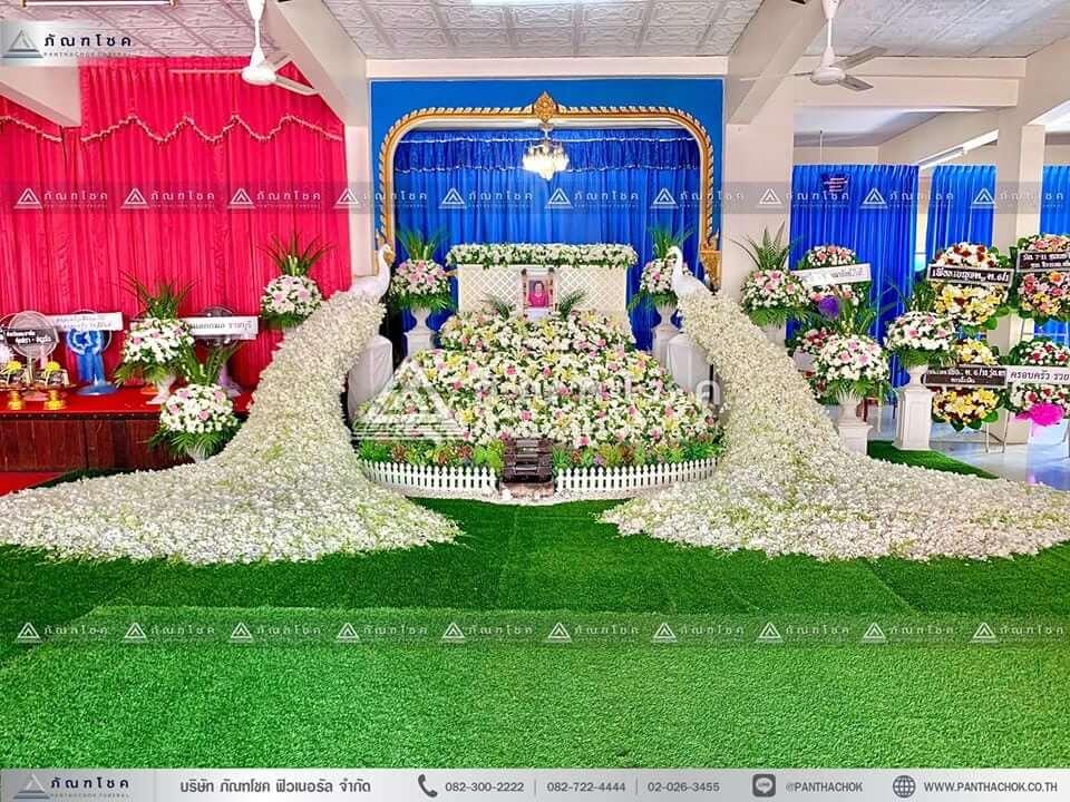 ดอกไม้หน้าศพ ณ วัดศรีสุริยวงศาราม วรวิหาร นกยูงดอกไม้สดงานศพ
