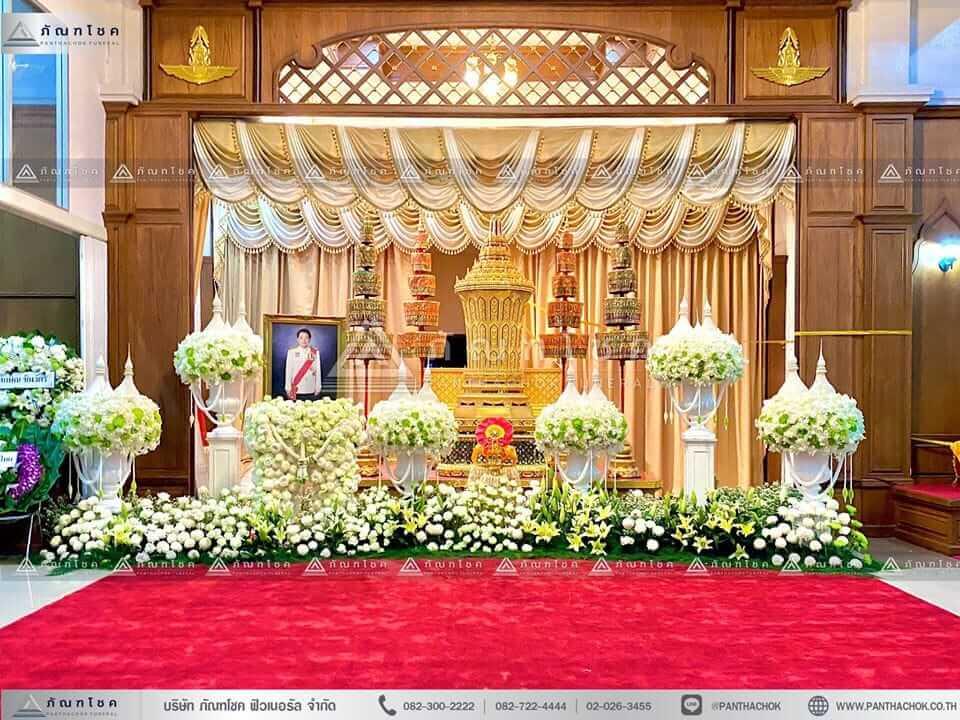 ดอกไม้ประดับหน้าโกศพระราชทาน ณ วัดพระศรีมหาธาตุวรมหาวิหาร ดอกไม้ประดับหน้าโกศพระราชทาน ณ วัดพระศรีมหาธาตุวรมหาวิหาร ดอกไม้หน้าโกศ ดอกไม้งานศพ