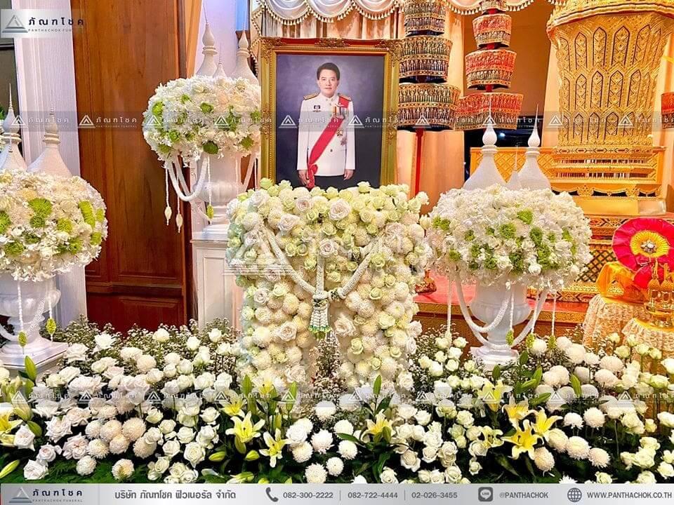 ดอกไม้ประดับหน้าโกศพระราชทาน ณ วัดพระศรีมหาธาตุวรมหาวิหาร ดอกไม้ประดับหน้าโกศพระราชทาน ณ วัดพระศรีมหาธาตุวรมหาวิหาร ดอกไม้งานศพ ดอกไม้หน้าโกศ พรีเมียร์