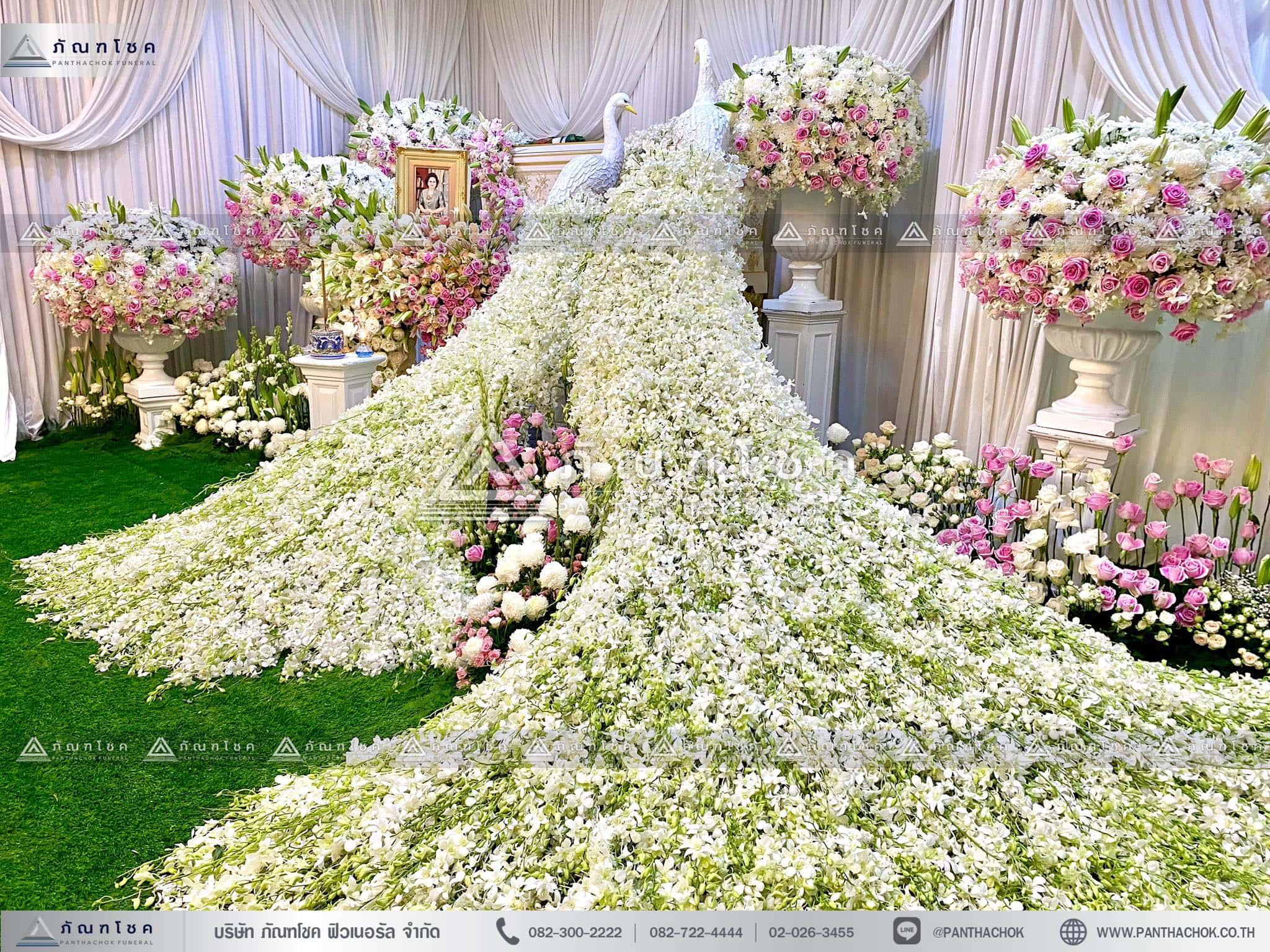 ดอกไม้สดหน้าศพกรุงเทพแบบหรูหรา กรอบไม้หน้าหีบ โทนสีชมพู