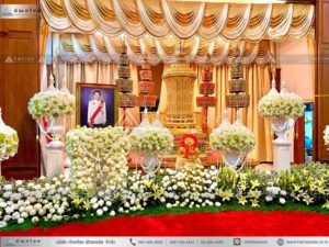 ดอกไม้ประดับหน้าโกศพระราชทาน ณ วัดพระศรีมหาธาตุวรมหาวิหาร ดอกไม้งานศพ ดอกไม้หน้าโกศ