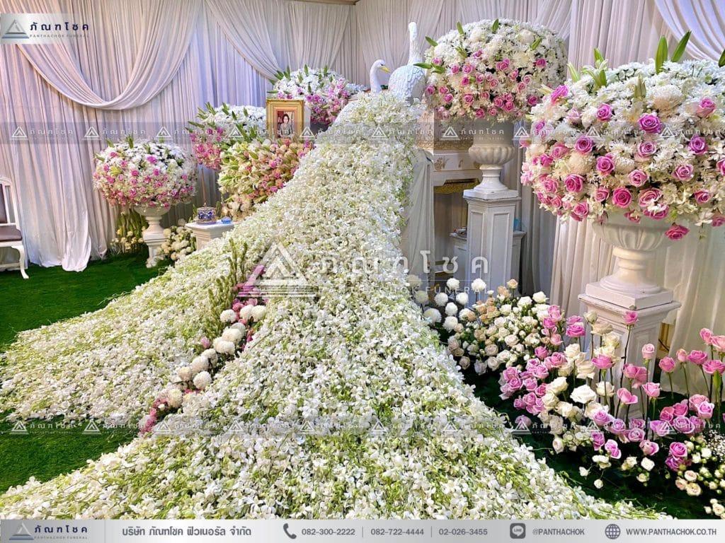 ดอกไม้สดหน้าศพกรุงเทพแบบหรูหรา ดอกไม้ประดับหน้าหีบนกยูง ชุดพุ่มดอกไม้