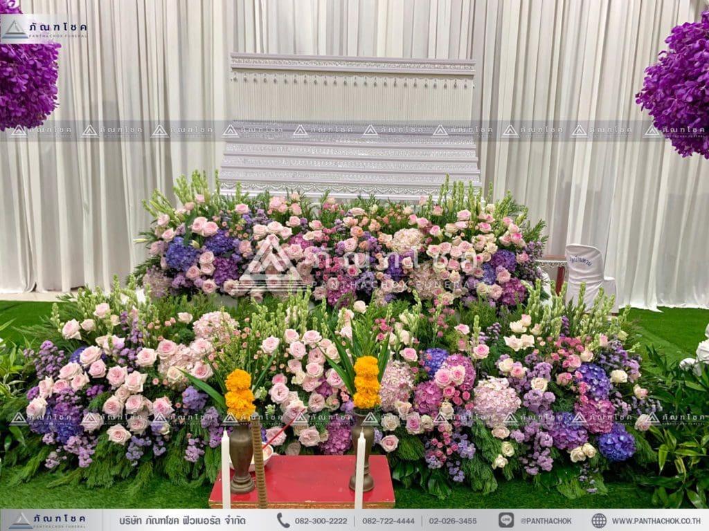 ดอกไม้สดหน้าศพ ณ วัดบ้านทวน ดอกไม้หน้าศพ ดอกไม้สดโทนสีม่วงชมพู