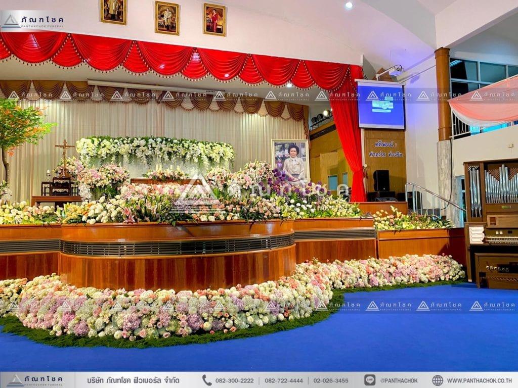 ดอกไม้งานศพแบบคริสต์ จัดงานศพแบบคริสต์ ดอกไม้หน้าศพโทนขาว ชมพู