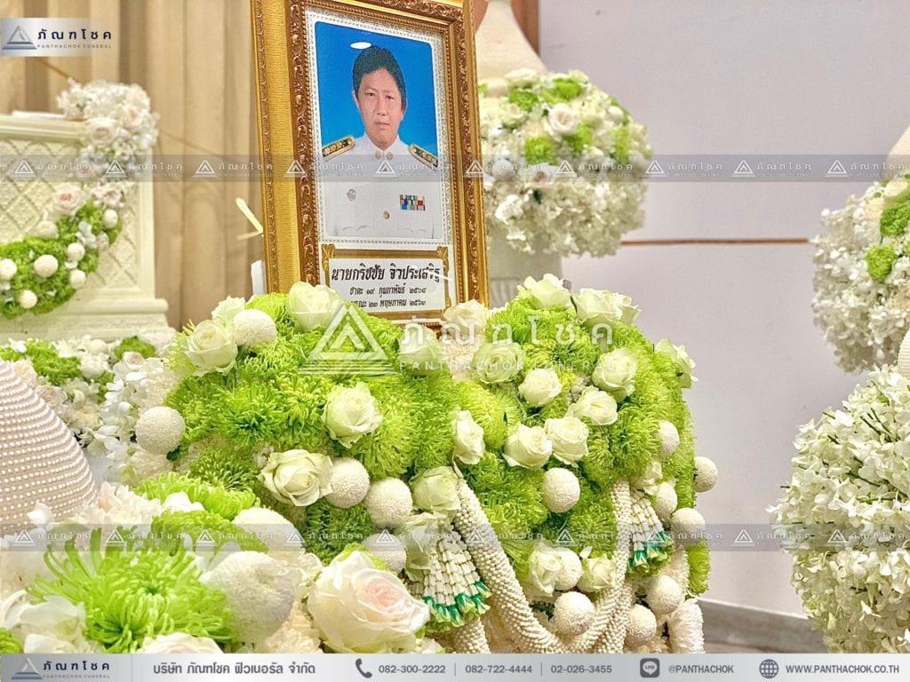ดอกไม้หน้าศพไทยประยุต์ ดอกไม้หน้ากรอบรูป โทนสีขาว เขียว