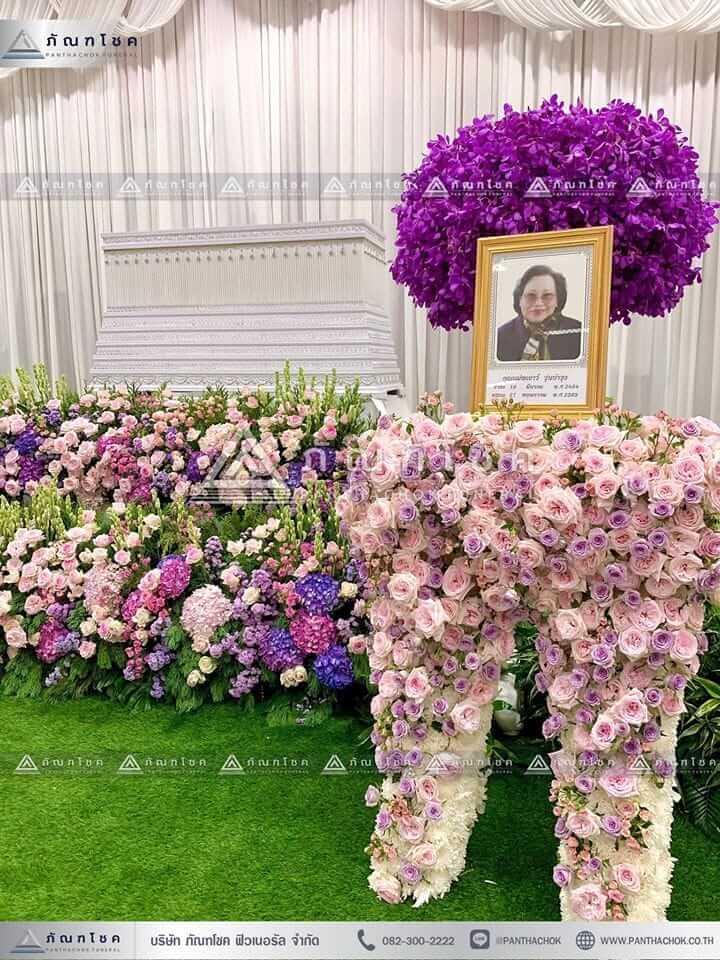ดอกไม้สดหน้าศพ ณ วัดบ้านทวน ดอกไม้หน้ากรอบรูป ดอกไม้สด