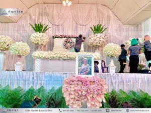 ดอกไม้หน้าหีบศพสีชมพู วัดประชาโฆสิตาราม ดอกไม้หน้ากรอบรูปสีชมพู พุ่มดอกไม้ทรงกลมขนาดใหญ่สวยๆ ดอกไม้หน้าศพสีขาวชมพู