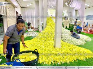 นกยูงงานศพ วัดไทร นครปฐม คู่นกยูงหน้าศพ จัดงานศพอลังการ ดอกไม้หน้าศพสวยงามอลังการ
